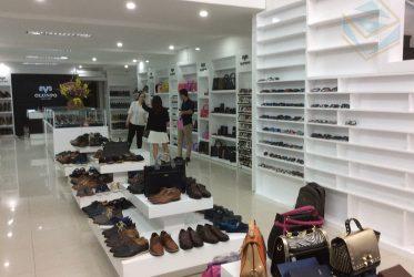 Kệ trưng bày giày dép